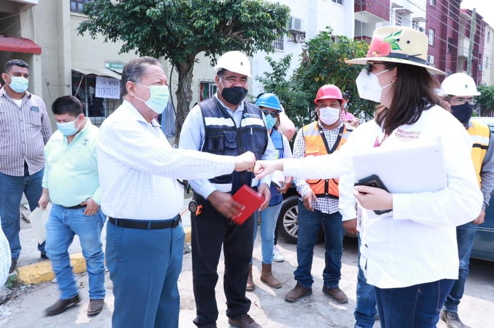 CONSTATAN ALCALDE DE CÁRDENAS Y REPRESENTANTES DE LA SEDATU AVANCES DE OBRAS EN EL MUNICIPIO.