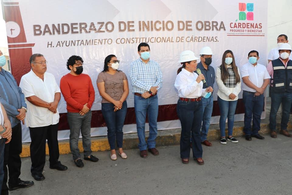 Abandera Gobierno de Cárdenas trabajos de bacheo con concreto hidráulico en la Colonia Pueblo Nuevo.